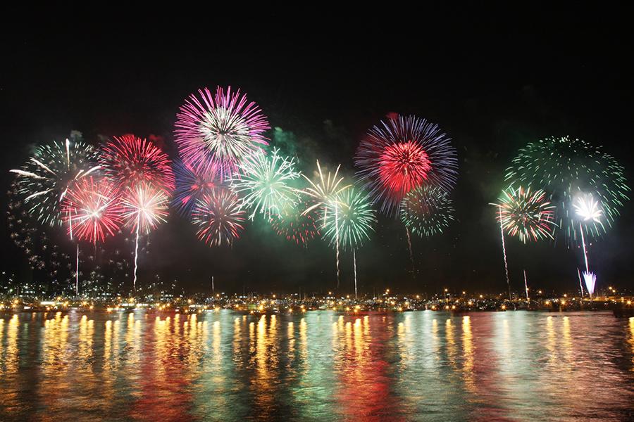 海上花火のイメージ写真