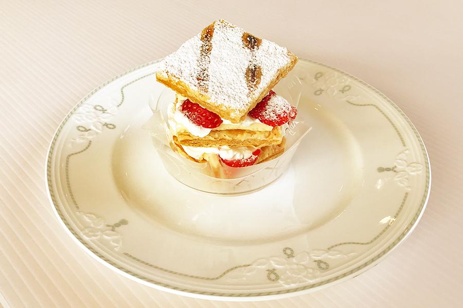 イチゴのミルフィーユの商品写真