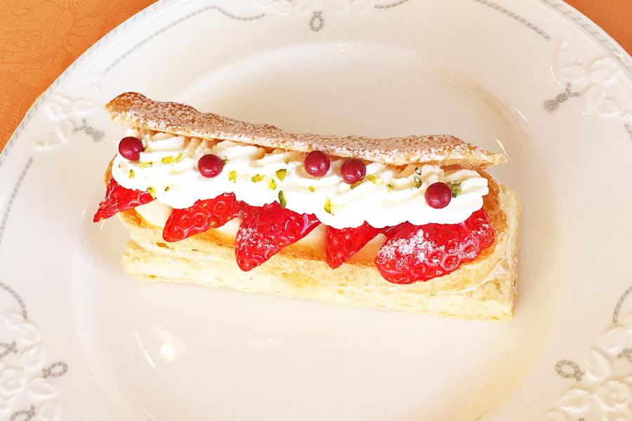 イチゴのパイシューの商品写真