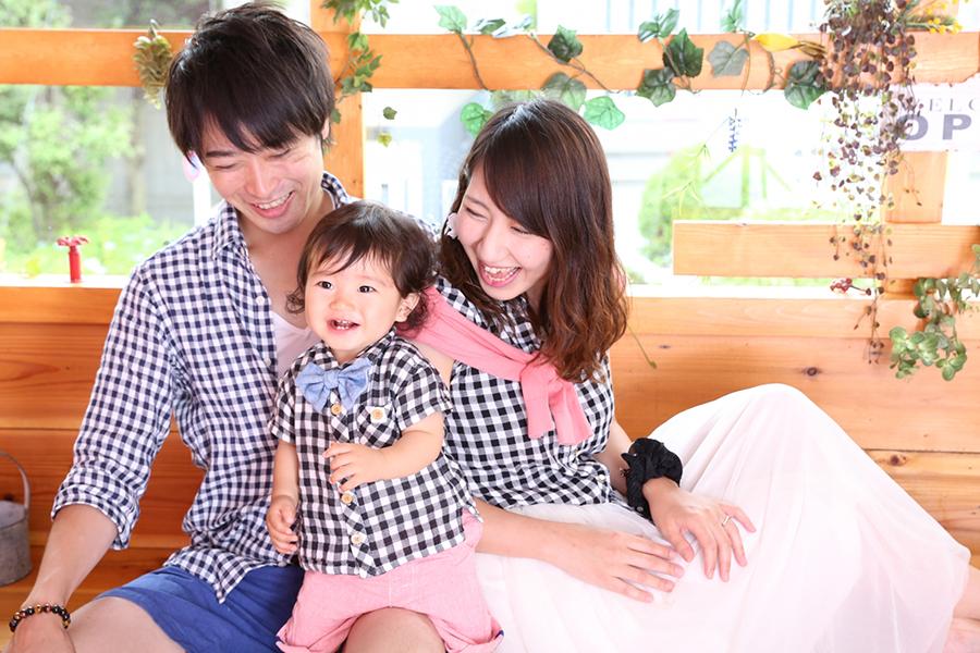 子供の成長を祝い家族の写真