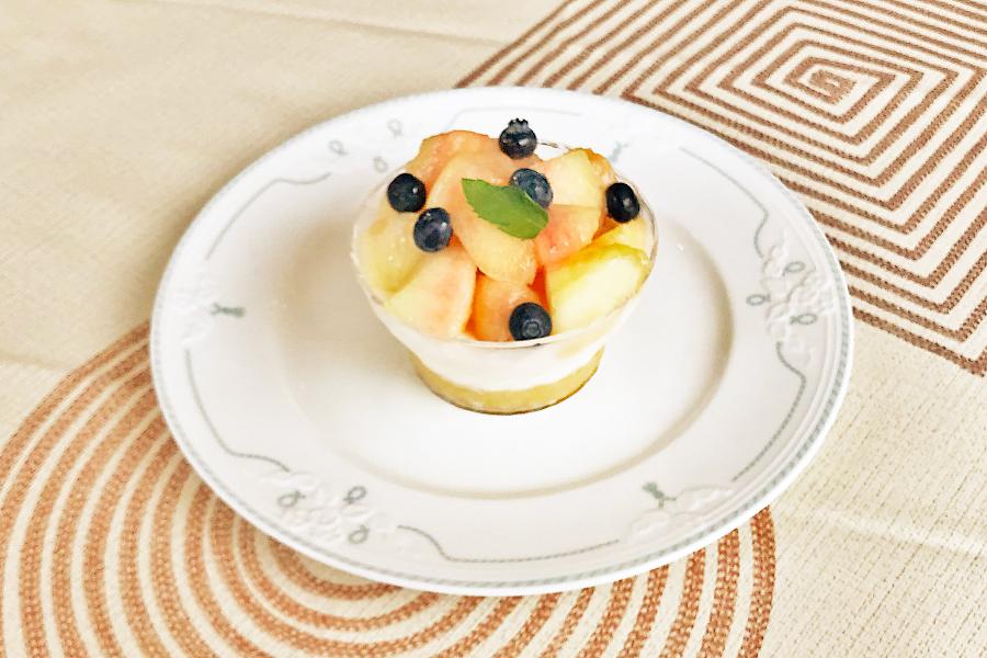 桃とフレッシュチーズのデザート