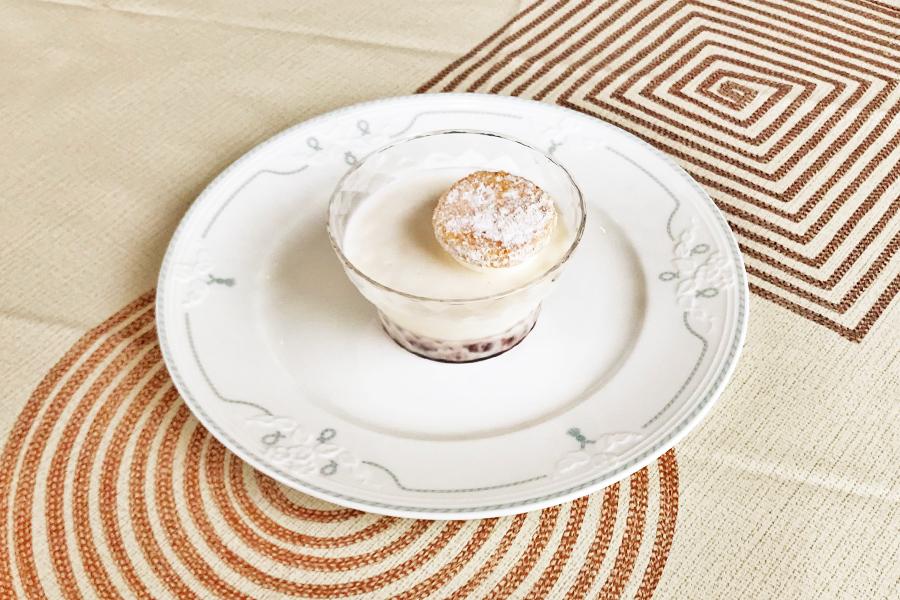 タピオカと小豆入りココナッツのデザートの商品写真